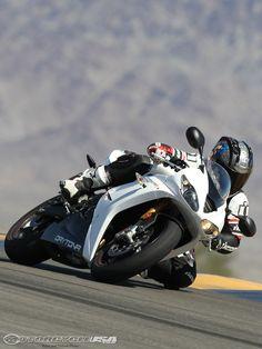 2011-Triumph-Daytona-675-5.jpg (960×1280)