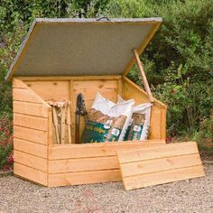 A handy garden chest which is ideal for smaller gardens. Its large opening lid and removable front panel provide easy access. A felted roof provides protection from the rain. Manufactured from dip treated shiplap timber.