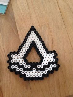 Assassin's creed perler beads by MyriamRebel Perler Beads, Perler Bead Art, Fuse Beads, Hama Beads Pokemon, Hama Beads Design, Hama Beads Patterns, Beading Patterns, Peyote Patterns, Nerd Crafts