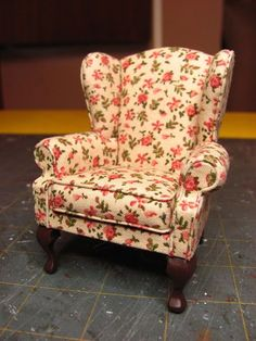 Dollhouse Miniature Furniture - Tutorials | 1 inch minis: Pictures: Lisa Chair