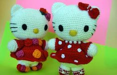 Master class from Larisa (Rosettes). Larisa will tell you how to tie a toy - amigurumi Hello Kitty. Crochet Toys, Free Crochet, Hello Kitty Crochet, Christmas Yarn, Knitting Patterns, Crochet Patterns, Art Japonais, Crochet Snowflakes, Cool Things To Buy