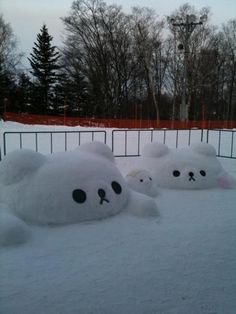 Rilakkuma in snow! Best idea ever! Rilakkuma, Winter Fun, Winter Snow, Winter Time, Illustration Noel, Illustrations, Japan Kawaii, Snow Sculptures, Metal Sculptures