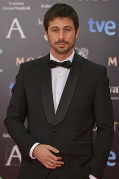Hugo Silva, con esmoquin de Paco Varela. Premios Goya 2014