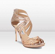 Jimmy Choo otro de mis diseñadores de calzado favorito. ¿Qué tiene él que otros no tengan? Creo que un poco de magia