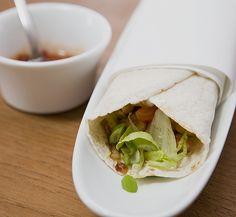 Chicken Wrap mit Gemüse, Guacamole und Crème fraîche, ein tolles Rezept aus der Kategorie Braten. Bewertungen: 297. Durchschnitt: Ø 4,6.