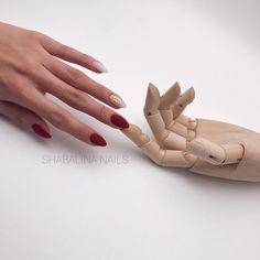 Моя новая модель 😂 руку отлично расслабляет 👌🏽☝🏽 Ставьте боооолтшой лайк ❤️ и я выложу фото поближе🤗 . Шикарный цвет Diva 037❤️ @shabalina_nails_shop 👈🏽