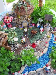 Gnome garden Lovely And Magical Miniature Fairy Garden Ideas 25 Fairy Garden Plants, Mini Fairy Garden, Fairy Garden Houses, Gnome Garden, Succulents Garden, Fairies Garden, Potted Garden, Fairy Gardening, Fairy Houses Kids