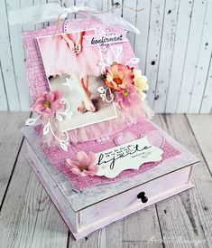 Kristine's lille papirverden: DT Scrappelyst Box Bag, Toy Chest, Decorative Boxes, Purses, Tags, Crafts, Home Decor, Handbags, Manualidades