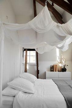 Un appartement sous les combles en noir et blanc - Turbulences Déco Sol Sombre, Amsterdam, Turbulence Deco, Diy Canopy, Attic Apartment, Atrium, Bed, Furniture, Interior Inspiration
