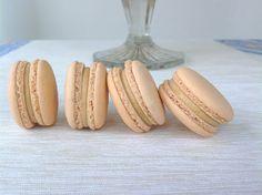 Makronky se slaným karamelem Macarons, Cheesecake, Food And Drink, Banana, Candy, Fruit, Vegetables, Birthday Cakes, Blog