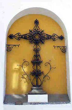 Cruz del cementerio junto a la iglesia de Santa Catalina, de Sevilla, del siglo XVIII.