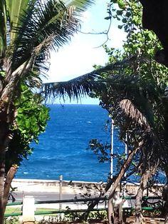 No hay un azul tan bello como el de mi mar Caribe. Desde los jardines del Hotel Nacional en la Habana, Cuba, azul, azul para todos!