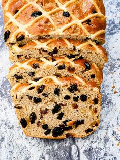 This Hot Cross Bun Loaf is a spicy bread loaf, filled with sultanas, raisins and mixed peel. Inspired by the classic Easter Hot Cross Bun. Bread Maker Recipes, Loaf Recipes, Baking Recipes, Fruit Cake Loaf, Fruit Cakes, Apricot Bread Recipe, Easter Hot Cross Buns, Easy Bread, Easter Recipes