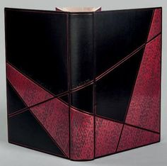 SUSKIND Patrick  Le Parfum, histoire d'un meurtrier, roman. Paris, Fayard, 1986; in-8, box noir, les plats et de dos (lisse) décorés de comp...