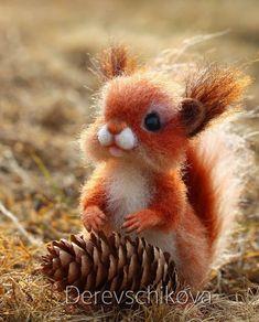 Новенький малыш- очень деловитый бельчонок Веня Белочки они такие, с детства запасливые️ Малыш при доме. Sold. #сувенир #сухоеваляние…