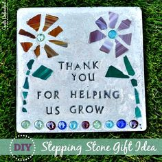 How to Make a A Stepping Stone for parents     http://diyhomesweethome.com/how-to-make-a-a-stepping-stone-for-grandpas-garden-fathers-day-gift/