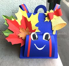 So the holidays are over, the time has come for autumn and September Camping Crafts For Kids, Fall Crafts For Toddlers, Toddler Crafts, 1st Day Of School Pictures, First Day Of School, Creative Crafts, Diy And Crafts, Paper Crafts, Paper Flower Decor