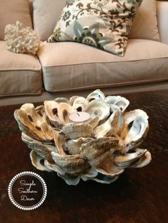 If you love oysters as much as I do, then you will also love to make this DIY mini oyster shell candle holder. Seashell Art, Seashell Crafts, Beach Crafts, Oyster Shell Crafts, Oyster Shells, Oyster Diy, Wall Art Crafts, Decor Crafts, Designers Guild