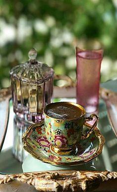 ⭐️ Brown Coffee, I Love Coffee, My Coffee, Morning Coffee Images, Good Morning Coffee, Arabic Coffee, Turkish Coffee, Coffee Presentation, Chocolates