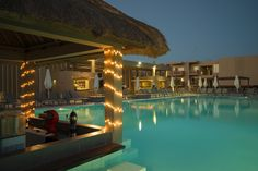 Piscina Resorts, Oasis, Mansions, House Styles, Home Decor, Morocco, Swiming Pool, Green, Decoration Home