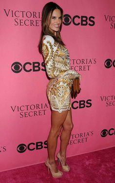 Alessandra Ambrosio Looks Stunning - Trends fashion and style 2015