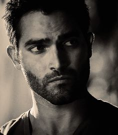 The best way to wish Good Night :  show the perfect face of Tyler Hoechlin , because it is already the promise of a wonderful dream .....               ---- Pic from Twitter / DerekHaleItalia : Goodnight ♥