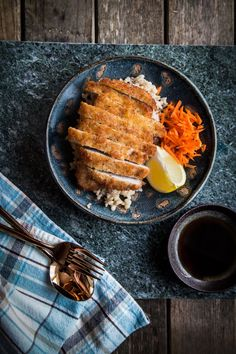 How To Make Japanese Tonkatsu (Japanese fried pork cutlet). Tonkatsu or fried pork cutlet is a popular dish in Japan. It is a breaded, deep-fried pork cutlet sliced into bite-sized pieces, generally served with sauce, shredded cabbage and/or miso soup. Katsu Recipes, Pork Recipes, Asian Recipes, Cooking Recipes, B Food, Food Menu, Food Porn, Pork Cutlets, Food Photography Tips