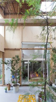 House Komazawa Park arises as an intervention of renovation and extension of one of these dwellings carried out by miCo,a Japanese architecture stu.
