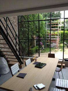 Stalen kozijnen. Tips voor adressen: http://deverbouwingsarchitect.wordpress.com/2014/03/06/stoere-stalen-kozijnen-voor-een-industriele-look/