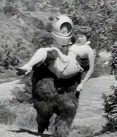 """""""Robot Monster"""" Here, alien invader """"Ro-Man"""" (played by George Barrows) carries off Claudia Barrett, who looks like she's trying to remember if she turned off the iron when she left the house that morning. Sci Fi Movies, Horror Movies, Creature Movie, Robot Monster, Monster Movie, Movie Bloopers, Scary People, Halloween Songs, Michael Jackson Thriller"""