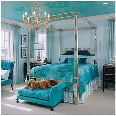 Ceiling mirrors bedspread pattern