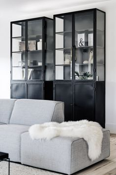 Willeke van der Plas interior design - Home Page Interior Design Inspiration, Home Interior Design, Condo Decorating, Built In Bookcase, Cabinet Design, Living Room Interior, Home And Living, Furniture Design, House Styles