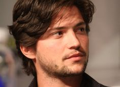 Series star Thomas McDonell (Finn on THE at the new show's panel session WBEI. All Rights Reserved. Hot Actors, Actors & Actresses, Thomas Mcdonell, The 100 Characters, Marvel Actors, New Shows, Attractive Men, Good Looking Men, Guys And Girls
