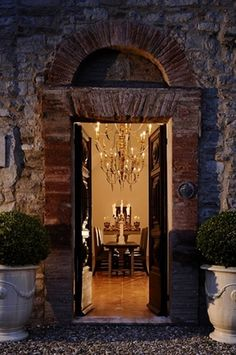 Just love this door way. Ah... Italy, gorgeous!