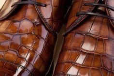 Alligator skin footwear for men. - Scarpe maschili in Alligatore. http://store.pakerson.it/alligator-leather-shoes-35077-wood.html