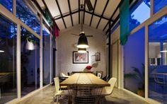 Modern Tube House_Vietnam / MimANYSTUDIO + REAL