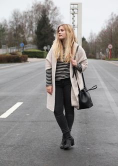 ACNE PISTOL BOOTS | I love to wear them in a casual yet chic styling. Like this one with a cosy cardi and an effortless stripy shirt.