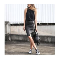 Tudo preto, num look casual cheio de charme, amamos!  #fashion #moda #style #estilo #ootd #lookdodia #instablog #fashionblog #blogueira #love #amamos #quero #desejo #lookdesejo #modaparameninas #inspiraçao