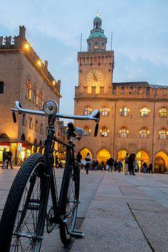 Bologna, Piazza Maggiore #Italy #travelinspiration