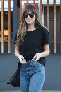 Dakota Johnson - leaving Meche Hair Salon in Beverly Hills - Dakota Johnson Photos And Pictures - CelebPIX Dakota Johnson Street Style, Dakota Style, West Hollywood, Mode Lookbook, Dakota Mayi Johnson, Corte Y Color, Casual Outfits, Fashion Outfits, Casual Hairstyles