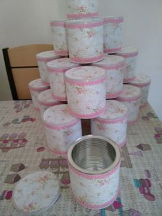 Craft Cans Decorated with Fabric The craft of … – Lighting Ideas Tin Can Crafts, Crafts To Make, Diy Crafts, Decoupage Jars, Decoupage Vintage, Recycle Cans, Diy Recycle, Shabby Chic Crafts, Shabby Chic Decor