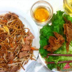 Raviolis fris crevettes et nouilles sautées au bœuf chez Happy Nouilles Beaubourg