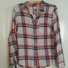 womens Long sleeve button up top. Never worn womens Long sleeve button up top Old Navy Tops Button Down Shirts