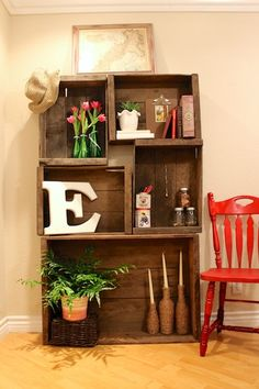 DIY Vintage Crate Bookshelf