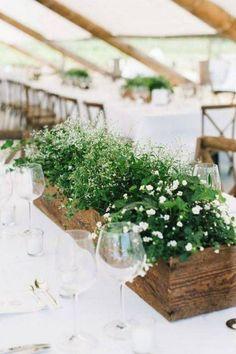 Eu já postei aqui algumas dicas sobrearranjos de flores para casamentoe como estou empolgada no mundo doscasamentos verdes, rs… resolvi mostrar lindosarranjos verdes para casamentoque encontre…
