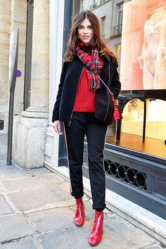 10 proofs that the red boot is the new darling of fashion girls – Outfit Styles Fall Winter Outfits, Winter Fashion, Royal Blue Outfits, Moda Chic, Girl Fashion, Fashion Outfits, Red Boots, Sweaters And Jeans, Pulls
