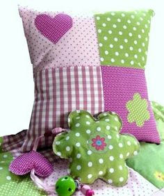 really like these colors together Mehr Cute Cushions, Cute Pillows, Scatter Cushions, Diy Pillows, Decorative Pillows, Throw Pillows, Patchwork Pillow, Quilted Pillow, Quilt Baby