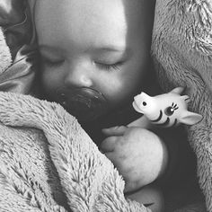 This has to be one of our favorite photos ever with #zetazebra...how sweet is it? Be sure to share your Zeta photos with us! She is after all, the best #teether in the entire world (and the cutest)! ☺️ Happy Friday y'all! #baby #teethingbaby #teething #newlittlewonders #regram @hereyeswereolivegreen
