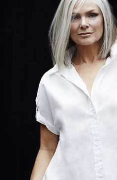 Grey is the new Black: 30 Frisuren für graue Haare Long Gray Hair, Silver Grey Hair, Hair Dye Allergy, Grey Bob, Grey Hair Bob, Grey Hair With Bangs, Grey Hair Inspiration, Pelo Natural, Corte Y Color