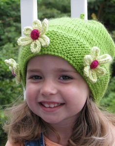 """Daisy Hat #knit #free_patternCool flower - see another pin for the knitted """"cord"""" flower"""